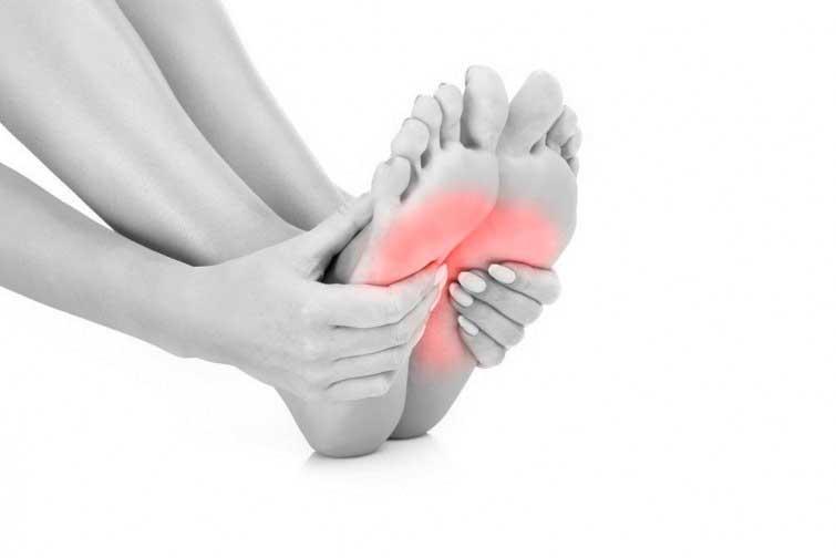 Cómo aliviar el dolor de pies por andar mucho